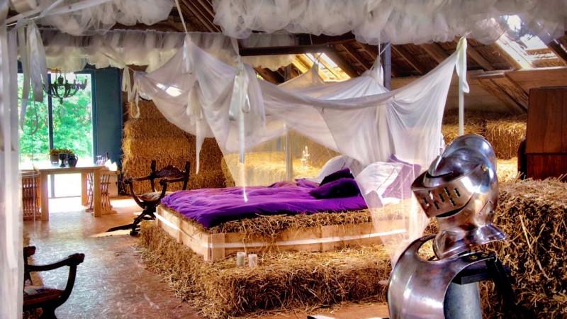 Het Strokasteel is een plek voor prinsen en prinsessen, voor wie een bijzondere overnachting wil  in deze unieke en sprookjesachtige bed & breakfast.